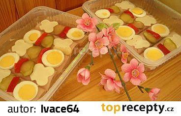 Nálev z uvedených ingrediencí je nutné povařit asi 1 minutu a nechat vychladnout. Přidáme cca 25 cukerinů. Nasypeme postupně do nálevu  2 balíčky...