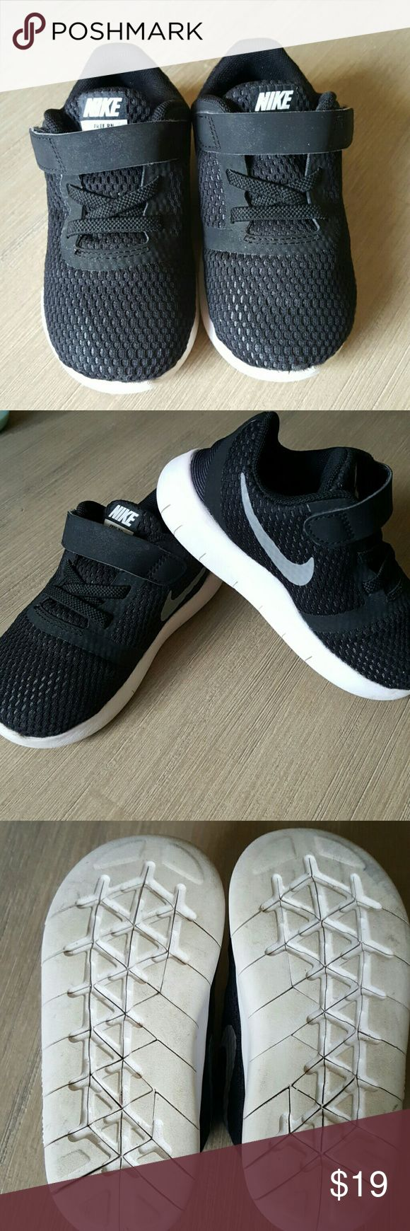Nike - style  'FREE RN' boys running shoes Black/Anthracite/Metallic Silver, boys upper mesh, velcore closure, no lace. Good condition. Nike Shoes Sneakers