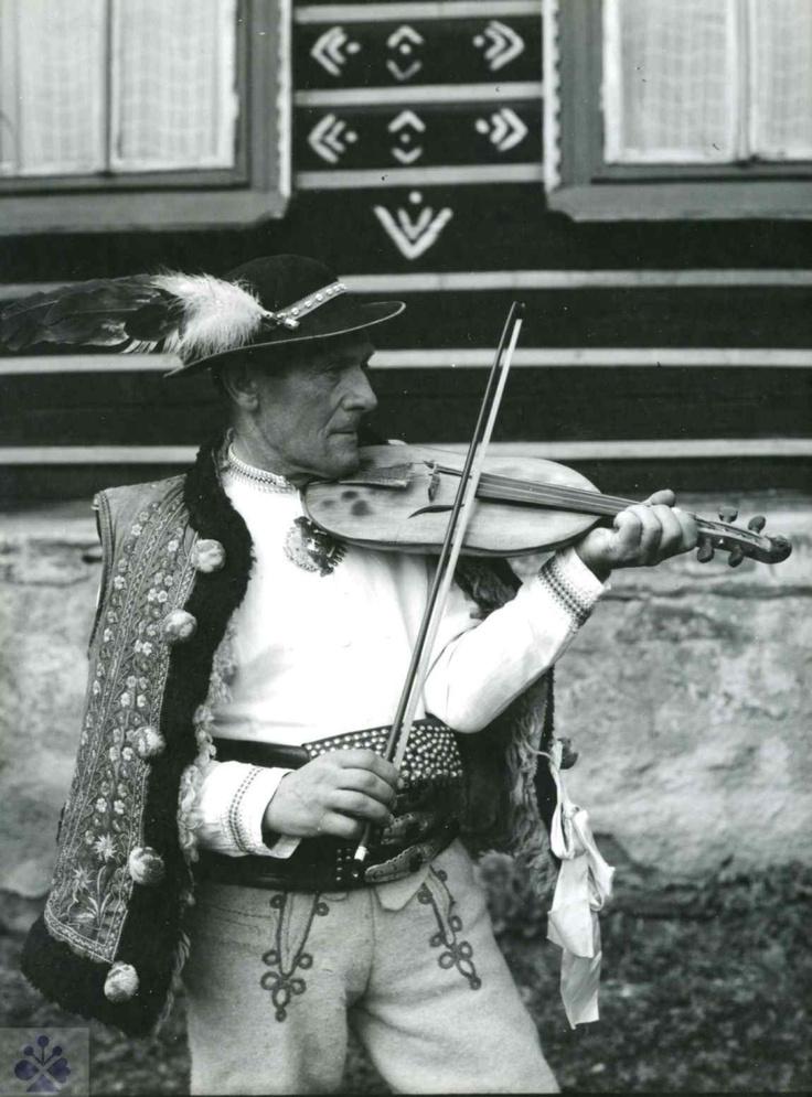 Žlobcoky. Muzikant M. Pitoňák, Ždiar (okr. Poprad), 70. roky 20. storočia. Foto T. Szabó. / Slovakia