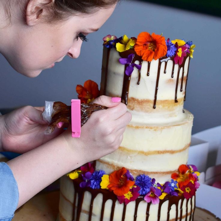 Loved working with Jenny from @twolittlecatsbakery this week when I was lucky enough to spend some time at @copperboomstudio ✨ . . . #twolittlecatsbakery #copperboomstudio #copperboom #cakes #cakegoals #girlbehindthelens15 #youngphotographer #teenagephotographer #weddingcakes #partycakes #delicious #flowers #productphotography #grateful #lucky #foodphotography #stylist #learning #smallbusiness #smallbusinessmatters #ukcreative #creativeentrepreneur #foodbusiness