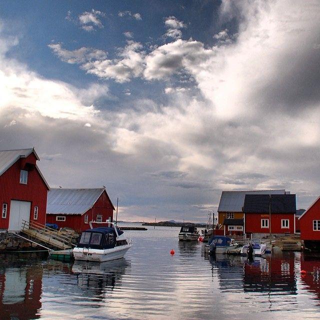 Bud i vårvær. #rsa_water #rsa_nature #norge #norway #møreogromsdal #fjords #ilovenorway #selgnorge #hverdagsbilder #Padgram
