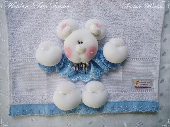 Toalha de mão babete ursinho em meia de seda acabamento perfeito. R$ 34,55