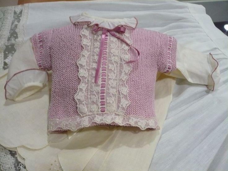 Ultimo trabajo realizado.....jersey de primera puesta rosa empolvado combinado con puntillas de tul bordado #bebe #handmade #diy