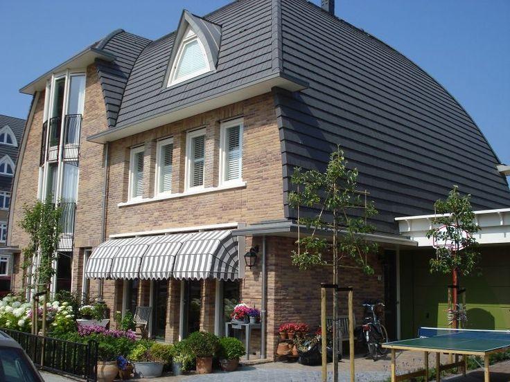 De onderhoudsvriendelijke dakpan Vauban Jugend Oud 45 heeft een lange levensduur. De dakpannen zijn hier verwerkt in het hellende dak als zowel in de verticale gevelbekleding voor een moderne uitstraling.
