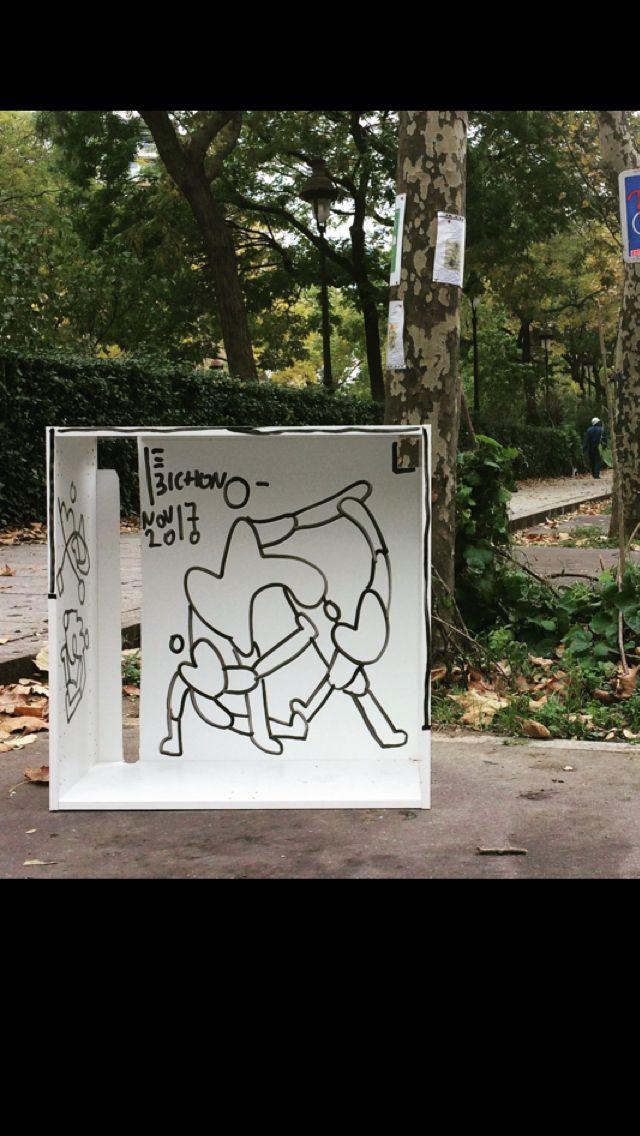 Encombrant Ordures Paris France Artiste Lebichon Feutre Sur Meuble Richard Lenoir Graphisme Coeur Et Scenograph Street Art Paris Street Art Artiste Francais
