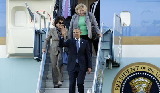 President Barack Obama waves as he walks down the stair of Air Force One upon his arrival at San Francisco International Airport, Thursday, Feb. 12, 2015, in San Francisco. The president will travel to Palo Alto, Calif., to deliver remarks at the White House Summit on Cybersecurity and Consumer Protection at Stanford University on Friday. (AP Photo/Ben Margot)