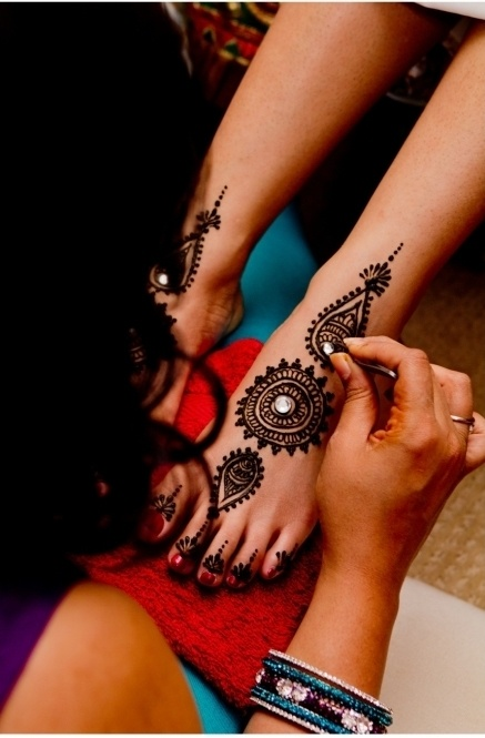Consider putting jewels amidst your mehendi!