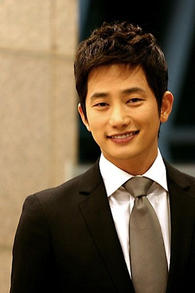 'A' hands over her phone to police, Park Si Hoo's legal team reveals more KakaoTalk history with 'A'
