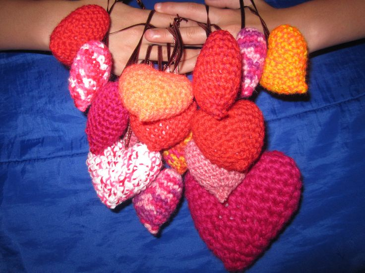 Crocheted hearts made from a pattern by moji-moji design.