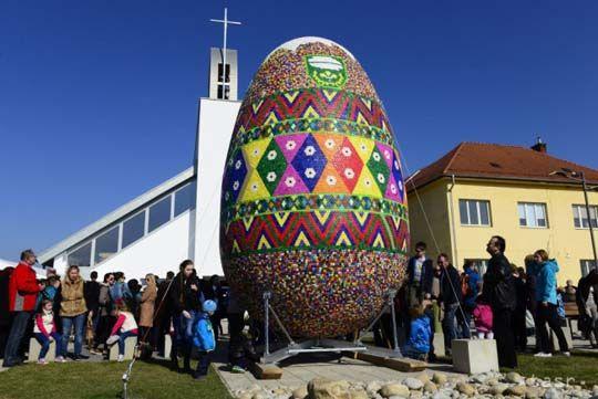 Óriástojás az új látványosság Szlovákiában