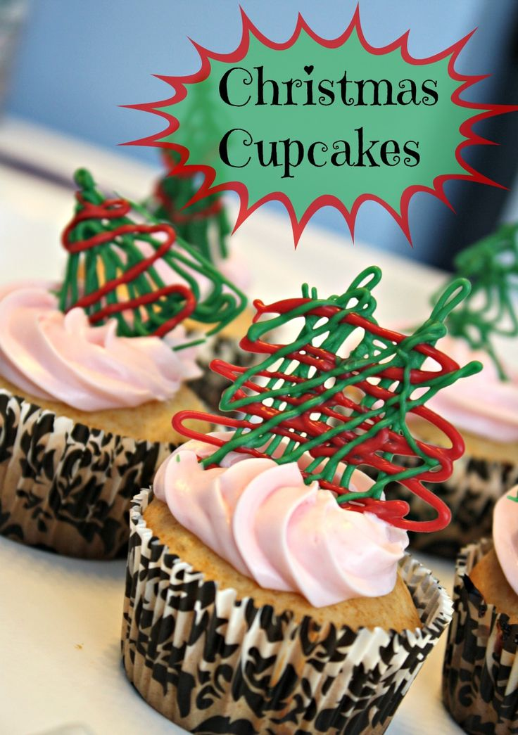Christmas Cupcakes with Drizzled Chocolate #recipe #holidays