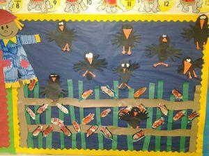 Crow-Bulletin-Board-idea-for-fall