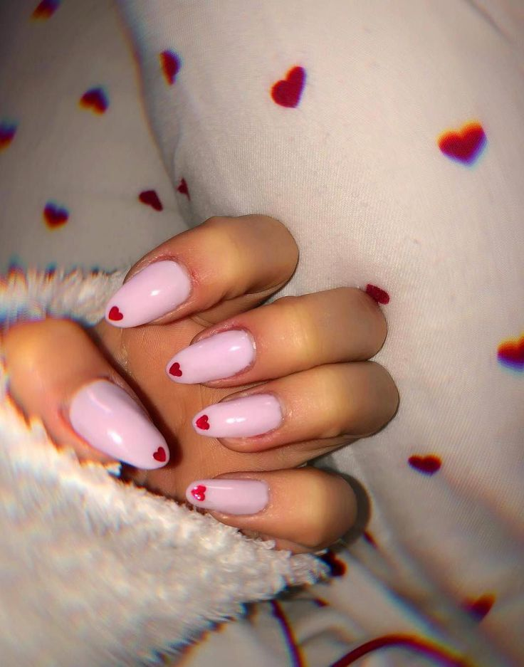 40 Heart Valentinstag Form Nagel Art Designs Tipps Acrylnagel Herz Nai Natural Nail Designs Valentine Nails Pink Red Acrylic Nails Valentines Nails