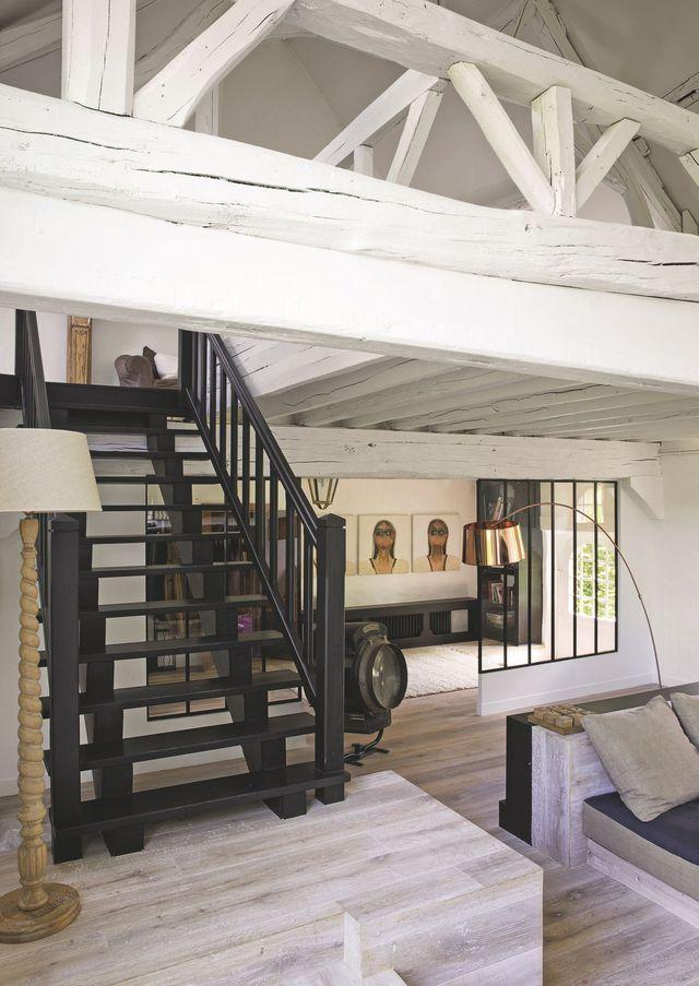 Le salon en duplex permet de trouver calme et sérénité à l'étage.