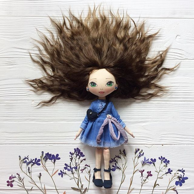 Просто всем привет ☀️☀️☀️ И классного дня  . . #кукла #кукланазаказ #кукларучнойработы #текстильнаякукла #интерьернаякукла #куклаизткани #авторскаякукла #ручнаяработа #синий #красотка #doll #interiordoll #textiledoll #etsy #etsydoll #artdoll #dollstagram #осень #подарокдевушке #оригинальныйподарок #helenkadollsналичие