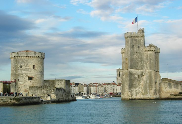 Photo File:La Rochelle 17000 Charente-Maritime Vieux-Port By Remi Jouan (Own work) [GFDL (http://www.gnu.org/copyleft/fdl.html), CC-BY-SA-3.0 (http://creativecommons.org/licenses/by-sa/3.0/) or CC-BY-SA-2.5-2.0-1.0 (http://creativecommons.org/licenses/by-sa/2.5-2.0-1.0)], via Wikimedia Commons