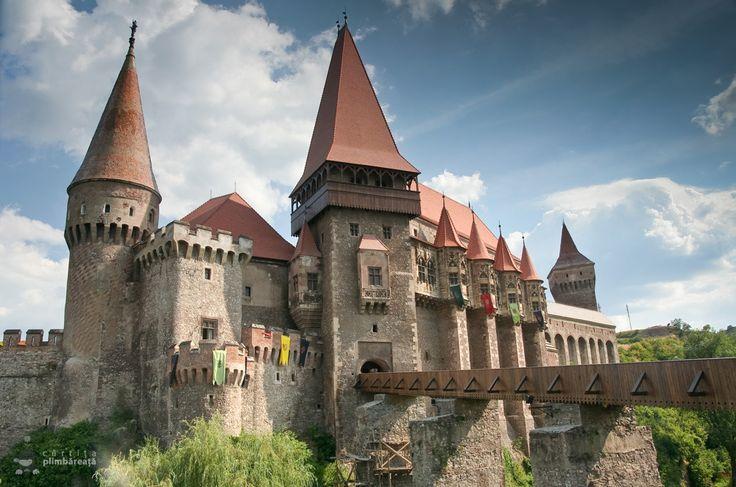 Castelul-Corvinilor-Castelul-Huniazilor-Hunedoara_14.jpg (1000×662)