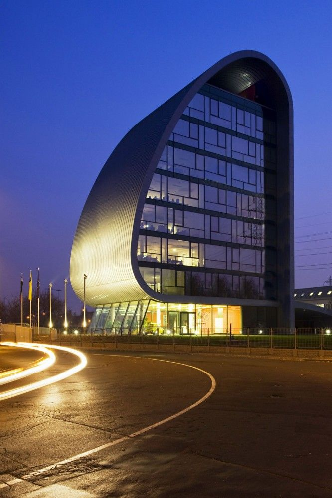 Hungarian Autoklub Headquarters / Vikar & Lukacs Architect Studio