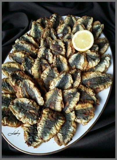 Le plat préféré des enfants... Pas d'arêtes :) !!! et bien goûteux. Pour environ 1kilo de sardines que vous allez laver, ôter s'il y a les petites écailles, lever en filet (du haut vers le bas) et retirer toutes les nageoires et les queues. (la seule...