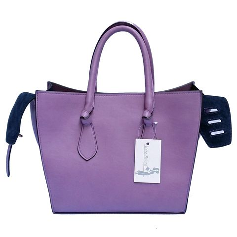 Rosella 'Knots' Bag with casually knotted handles and an all-round smooth structure, ad up to a fun and whimsical bag that packs distinction to boot.  Details:  Tote double handle, top zipper, two side pockets, one zip pocket, tie knot on each handle edge, belted-strap closure. Dimensions: 28 x 26 x 20 cm Material: 100% Genuine Leather  Made in Italy  Product code : LJ-6233