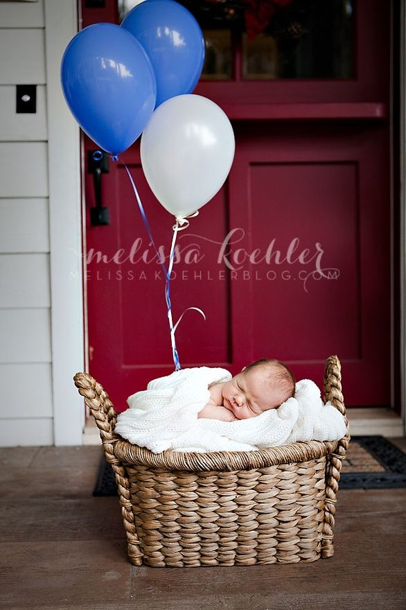 Adorable newborn baby photo idea! {Newborn Photography} {Family Photography} {Birth Announcement Ideas}