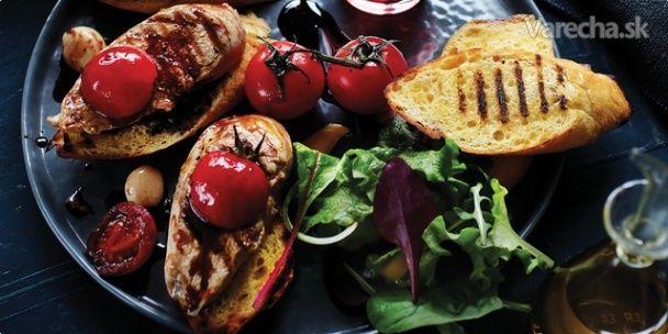 Grilovaná bravčová panenka s aromatickými paradajkami