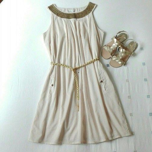 27€ Vestido Joya CORTEFIEL, talla M. Precioso vestido color nude/beige, con original cuello decorado con abalorios de metal en dorada mate. Algo