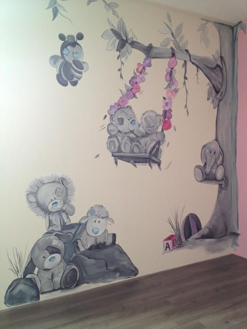 Me to you beertjes muurschildering op een witte muur, in de hoek loopt ...