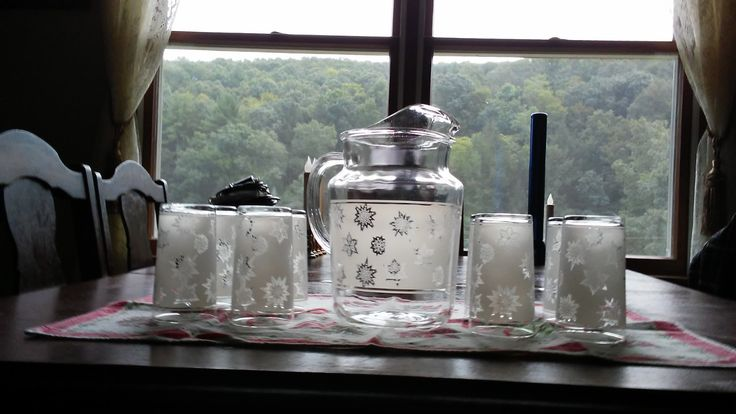 Federal Homestead MCM frosted Snowflake water pitcher and 8 glasses.  Paid $1.25 at online estate sale!