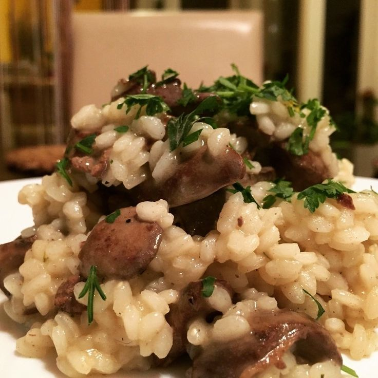 A rizottó nálunk nagyon nagy kedvenc, nekem speciel az egyik kedvenc rizs ételem. Készüljön hússal, zöldséggel, bármivel, ha finom szaftos akkor...
