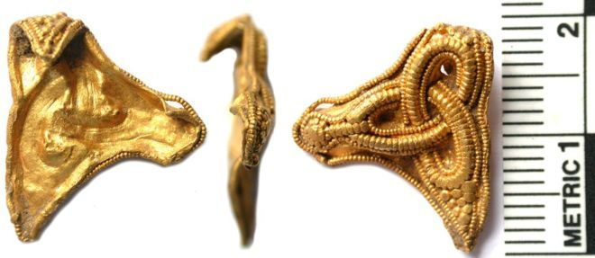 """A """"mystery"""" gold mount found in a Norfolk field has provided """"another piece of the jigsaw"""" for historians looking for Anglo-Saxon settlements."""