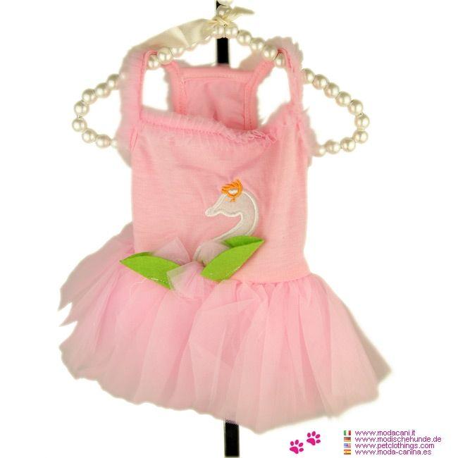 Vestito Rosa per Cagnolina con Gonna in Tulle e Cigno - Vestito completamente color rosa per una cagnolina piccola (chihuahua, barboncino, maltese), con Gonna in Tulle e decorazione di un Cigno sul dorso
