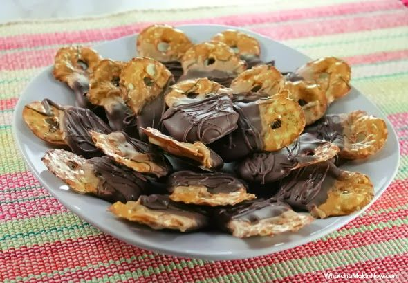 Double Dipped Pretzel Chips - (Reese's PB Chips and Chocolate Chips) - quick and easy treat for the Holidays!