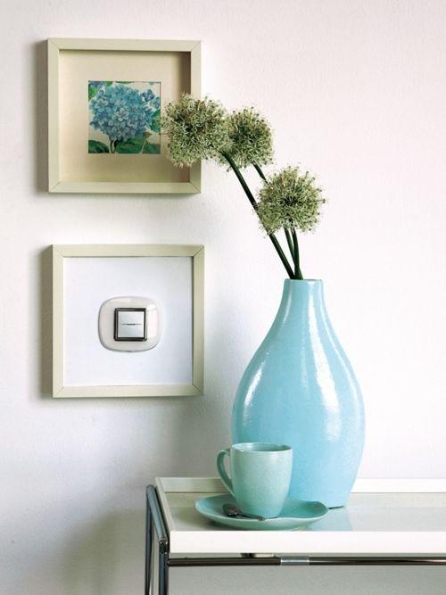 mavi beyaz ve yeşil çiçekler