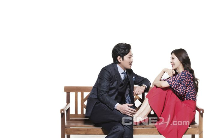 Ha Ji Won & Ha Jung Woo's Interior Spreads For Cine21's No. 987 + Lee Min Ho & Kim Rae Won Cover Issue No. 988   Couch Kimchi