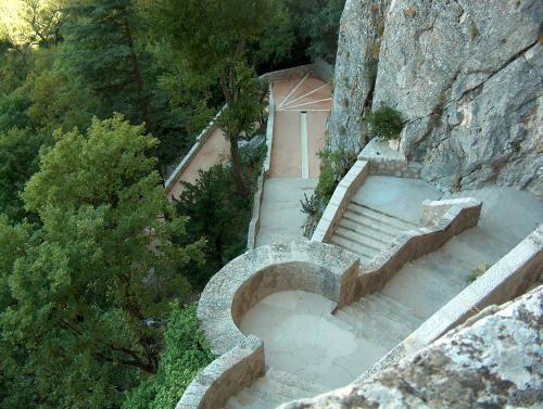Grotte de Ste Marie Madeleine et circuit de la Ste Baume : Patrimoine à Plan d'Aups Sainte Baume en Provence Verte dans le Var (région Provence Alpes Côte d'Azur)