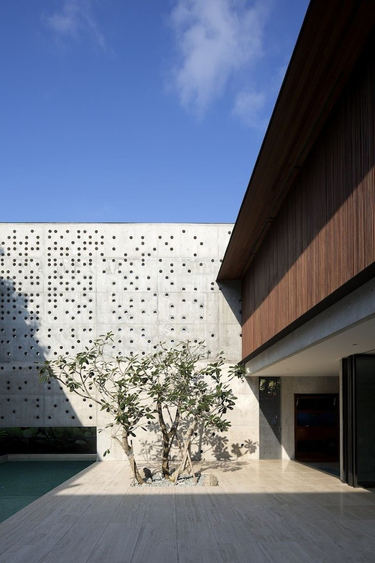 Image 4 Of 17 From Gallery Of The Courtyard House / Formwerkz Architects.  Photograph By Albert Lim