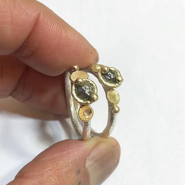 Bench work... . Raw diamond rings in silver and gold. . #bespokecommission #madetoorder #tamaragomezjewellery #rawluxury #spiritinspired #rawdiamonnds #fingerice #silverandgold #futureheirlooms  #rawdiamondring #roughdiamonds #naturalstyle #finejewelry #cockpitarts  #goldsmith #rusticluxury