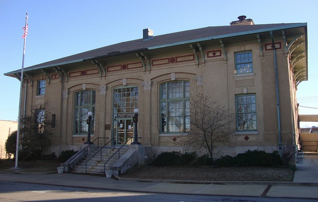Old Post Office 72143 (Searcy, Arkansas). Built in 1914, this former post office is today owned by White County.