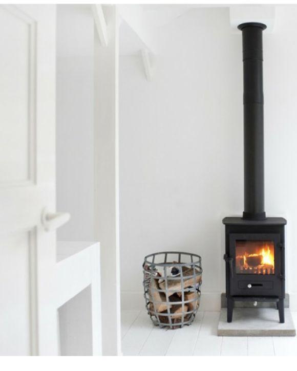 Nostalgische hout kachel in een interieur van nu Interieur design by nicole & fleur