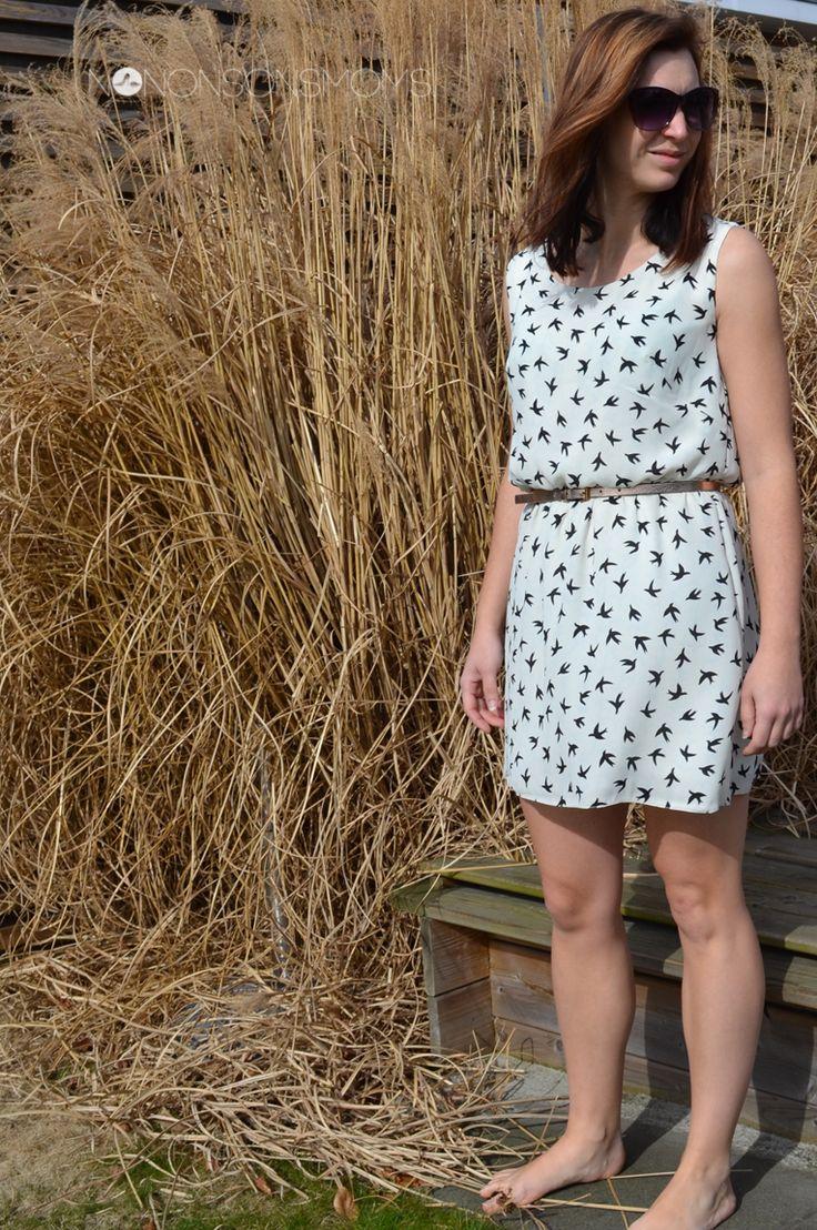 De Jessy jurk uit La Maison Victor (jan-feb 2015) was de reden dat ik het tijdschrift kocht. Ik heb een soortgelijke jurk in de kast hangen waarin ik zou willen wonen. Zo eentje zelf kunnen maken zou dan ook de max zijn.  De soepele stof (crêpe??- ik heb weinig kaas van stofsoorten gegeten) vond … … Lees verder →