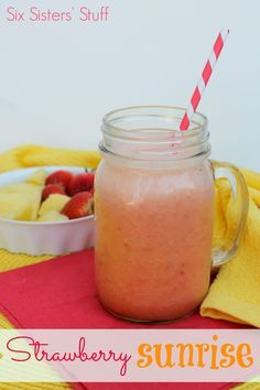 Its easy to eat healthy this delicious smoothie from Six Sisters' Stuff!