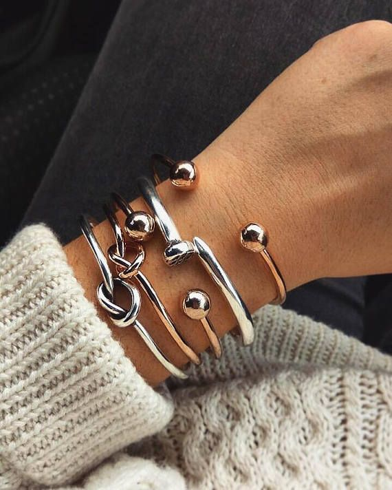 Combo of 5 stackable bangles!!! A bangle bracelet is always a good idea. How about 5?!! These beautiful combo os bracelets is made of rose gold plated brass and silver plated brass. Open band that makes it easy to slip on and off. 2 Knot bracelets 1 Silver, 1 Rose gold. 2 Rose gold Ball