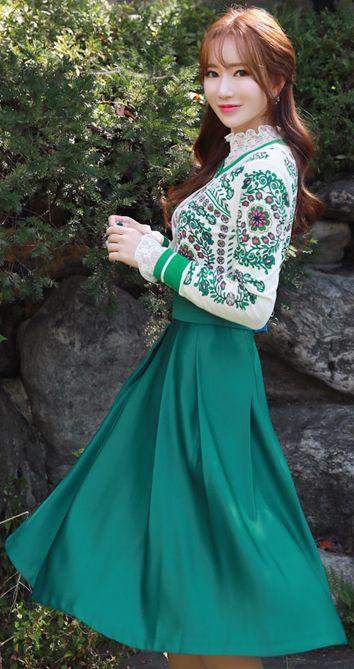 StyleOnme_Green Pintuck Detail Long Skirt #green #prefall #koreanfashion #kstyle #kfashion #seoul #dailylook #feminine #skirt