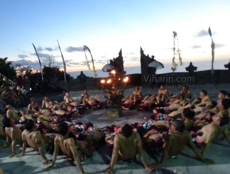 Hanoman burning Alengka  as per Kecak Ramayana & Fire Dance @ Uluwatu #Indonesia #visitindonesia #visitindonesiatourismoffice #wonderfulindonesia http://www.viharin.com/international-destination/indonesia/dont-miss-kecak-ramayana-fire-dance-uluwatu #tfl #tfler #travel #travelguide #TravelForGood #traveling #tourist #touristdestinations #tourism #tfls #travelgram #instalike #instatag #instatravel #travelbloggers #travelphoto #photogrid #photography #temples #bali #dancer