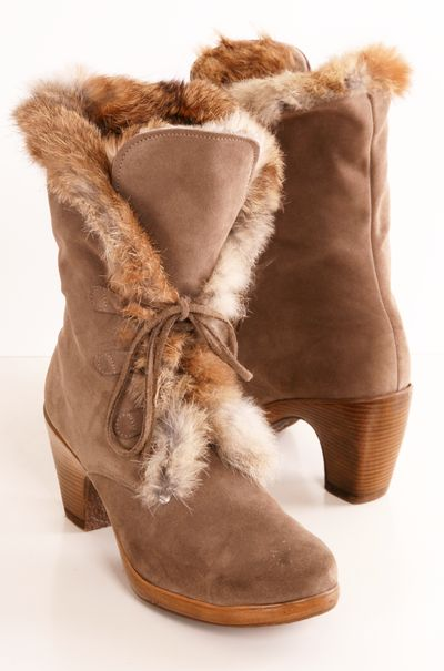 Brown suede lace-up boots with fur lining