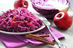 Makkelijk recept om rode kool te maken met ajuin, appel, honing, kaneel, kruiden en balsamico azijn