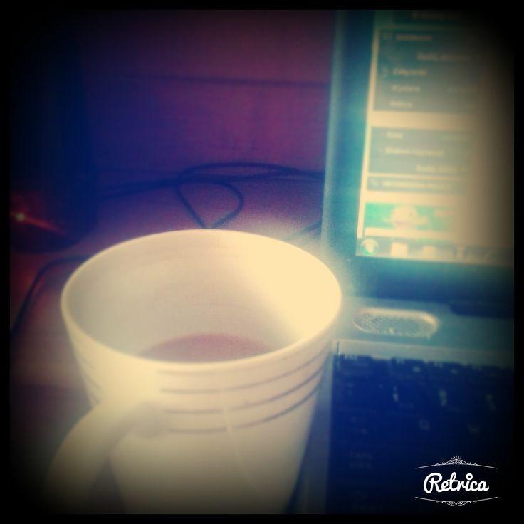 Witajcie poniedziałkowo. Jesteście już obudzeni? Ja własnie dopijam pierwszą kawę. ale coś czuję, że może być ciężko w moim przypadku się dziś ogarnąć;) Miłego tygodnia;D http://mojportret.blogspot.com/