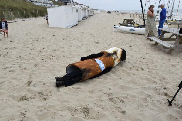 Geen peuken op het strand!  Misschien kom jij deze zomer 'Peukenman' wel eens tegen in Blankenberge of een andere badplaats.