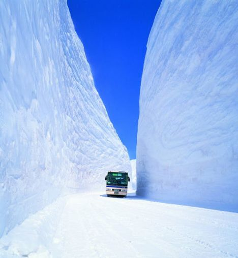 Highly Impressive Snow-Clearing: Japan's Tateyama-Kurobe Alpine Route